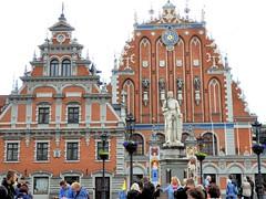 26 giu 2017 - Riga - Casa delle teste nere (6) (Thelonelyscout) Tags: riga lettonia latvia blackheads three brothers