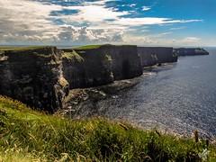 The Cliffs of Moher (diegoavanzi) Tags: irlanda ireland eire cliffsofmoher scogliere moher cliffs oceano mare ocean atlantic atlantico cielo sky nuvole clouds