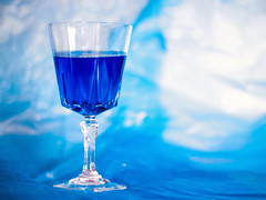 Blue wine © Inge Hoogendoorn (ingehoogendoorn) Tags: blue bluewine somethingblue wine wineglass glass glas wijn wijnglas blauw blauwewijn foto7weekse fotoopdracht photochallenge
