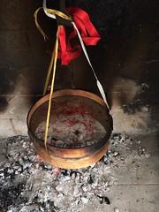 ESSICCAZIONE PISTILLI DELLO ZAFFERANO (Anna Rita Di Barnaba www.zaffineria.com) Tags: woodfire saffron drying zafferano essiccazione