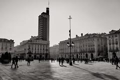 Torino (kevindalb) Tags: italia italie 2017 piemonte piedmont piemont torino bianco nero black white blanc noir bw piazza castello piazzacastello
