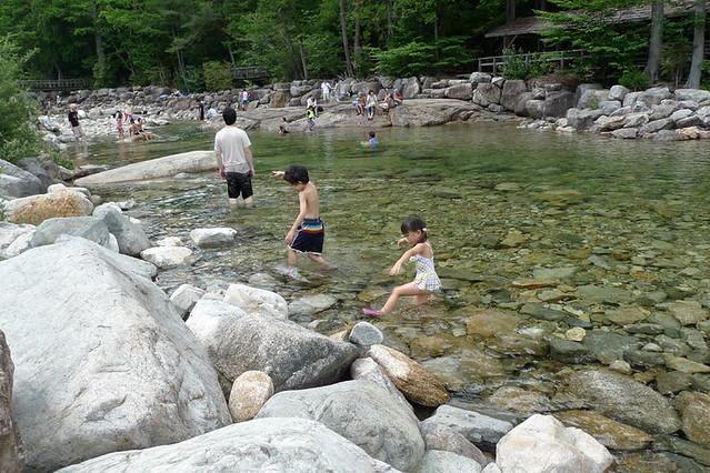 水遊びはそろそろ満足…かな(笑)|赤沢森林資料館