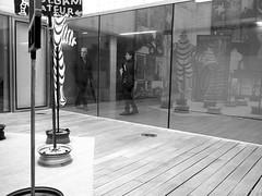 Museum 17 (no sabemos cómo llamarnos) Tags: streetphotography street photoderue fotourbana fotocallejera urban urbanphotography museo museum exposición exposition michelin blancoynegro blackandwhite reflejo reflection réflexion museosantelmo