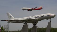 EI-XLF Rossiya - Russian Airlines Boeing 747-446 vs Tupolev TU-104 (natan_ivanov83) Tags: vnukovo vko spotting tu104 boeing747