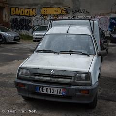 Nostalgie - Renault Express - SNOOK...? (Ivan van Nek) Tags: nikond7200 nikon d7200 france frankreich frankrijk languedocroussillonmidipyrénées midipyrénées hautegaronne occitanie renault renaultexpress ruesaintjacques toulouse car voiture auto