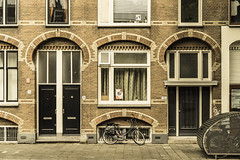doors and bike (x1klima) Tags: utrecht niederlande nl sonya7r ilce7r zeiss sonnarfe55mmf18za sonnartfe1855 streetphotography streets streetview candid urbanity urban reise travel voyage traveling voyages bike fahrrad achitectural architecture architektur building buildings
