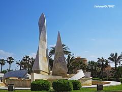 Almería. Roquetas. 10 (ferlomu) Tags: almeria andalucia escultura ferlomu fuente plaza roquetasdemar