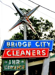 Bridge City Cleaners (Rob Sneed) Tags: usa texas bridgecity easttexas goldentriangle bridgecitycleaners sign neon vintage star advertising independent business texana american 1hourservice rust orangecounty urban urbex spaceage