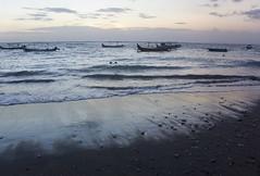 Kuta beach (MelindaChan ^..^) Tags: bali indonesia 印尼 巴里島 kuta beach sand shore chanmelmel mel melinda melindachan water wave boat life people