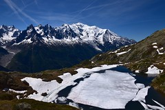 Icebergs dans les Alpes Icebergs in the Alps (CHAM BT) Tags: glace neige lac gele algue montagne panorama massif montblanc alpes chamonix glacier vallee rando pierre rocher ice snow lake frozen mountain alps valley hiking walking stone rock eau water fantasticnature