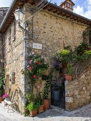 Vicolo di Monteriggioni (gianKE) Tags: ancient borgo medieval monteriggioni old street italia tuscany vicolo stretto stradina