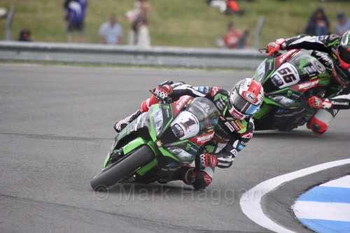 Jonathan Rea leads Tom Sykes in World Superbikes at Donington Park, May 2017