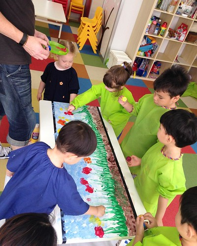 Painting together at Star Kids International Preschool, Tokyo. #starkids #international #preschool #school #children #kids #kinder #kindergarten #daycare #fun #shibakoen #minatoku #tokyo #japan #instakids #instagood #twitter #子供 #幼稚園 #保育園 #スターキッズ #インターナショ