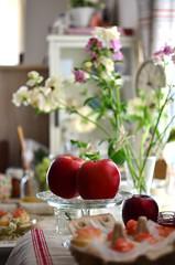apple (*tmk*) Tags: tabletop spring food light bokeh simple life styling morning breakfast quiet beauty nikon nikkor d5100 apple red flowers