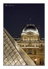 La pierre et le verre (Rémi Marchand) Tags: paris louvres pyramide nuit canon 5d mark iii îledefrance paysage urbain cityscape