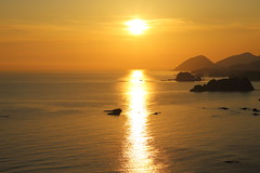 Sunrise (Teruhide Tomori) Tags: 丹後松島 京都 丹後半島 日本 京丹後 日本海 風景 tangopeninsula landscape shore japan seashore beach japon sun kyoto light tango sea tangomatsushima sunrise 朝日 海岸 日の出 morning 太陽 海 ocean coast water island 丹後町
