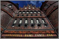 Holstentor Lübeck (_Asphaltmann_) Tags: pentax pentaxlife pentaxians photosunlimted pentaxart photos pentaxda pentaxk3 dahd1685mmf3556eddcwr hdpentaxda1685mmf3556eddcwr lübeck holstentor hdr
