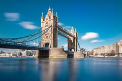 Tower Bridge (Vano'verberghe Photographies) Tags: towerbridge london sunny soleil sun ensoleillé blue sky bleu ciel landscape longexposure paysage longuepose thames tamise water eau nikon sigma