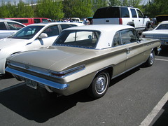 1962 Buick Skylark (Hugo-90) Tags: car auto automobile antique classic vehicle monroe washington swap meet flea market gm generalmotors 1962 buick skylark