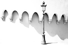 Light On! (TablinumCarlson) Tags: montecarlo europa europe monaco sw bw streetphotography leica m m240 summicron mittelmeer med mediterranean building architecture architektur black white schwarz weis laterne latern lamp lampe highkey fassade lantern gaslaterne gaslamp 50mm