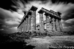 Griechischer Tempel in Selinunt (johannesotte84) Tags: temple tempel griechisch griechenland sizilien sicily selinunte selinunt old ancient time mono chrome black white otte canon 6d 1740mm history geschichtge gros magna grecia