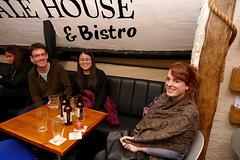 Anglų lietuvių žodynas. Žodis ale-house reiškia n aludė lietuviškai.