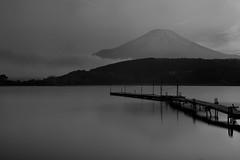 Fujisan (Myajima) Tags: 日本 japon japanfujisan montfuji mountfuji lac lake eau water ponton pontoon montagne mountain expositionlongue longexposure yamanakako