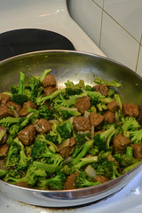 Vegan Beef and Broccoli (Vegan Butterfly) Tags: vegetarian vegan food yummy tasty delicious supper meal dinner gardein beefless tips soy beef meat broccoli veggies vegetables green frying pan