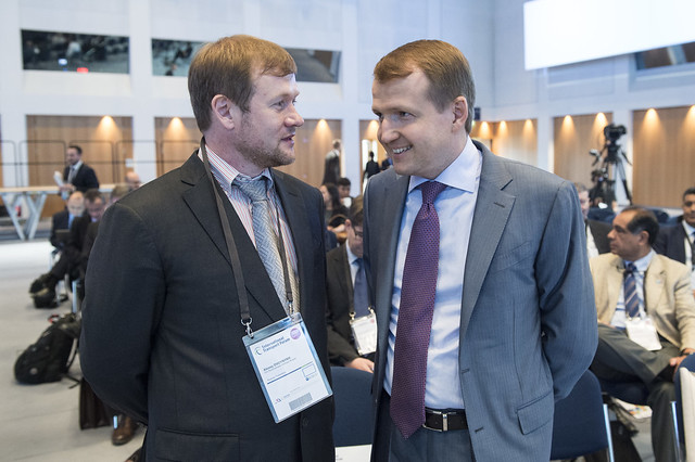 Alexey Dvoynykh discussing with Nikolay Asaul