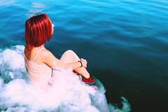 time to think (Cristina Seijas) Tags: girl chica cristina yo me myself autorretrato autoportrait rojo red azul blue mar sea ocean océano agua water nube cloud blanco white bob think pensar