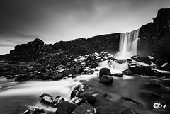 """""""Todo fluye y nada permanece..."""" (Pez Fotografia) Tags: 2017 islandia oxararfoss cascada infopezfotografiacom paisaje pezfotografia wwwpezfotografiacom landscapes waterfall bw iceland"""
