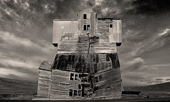old grain elevator in palouse (hmong135) Tags: grainstorage barn abandoned ruined decay weathered palouse washington vintage relic old antique bw hdr
