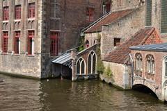 Brujas (Bélgica) (littlecastle96) Tags: brujas edificio geografíahumana bélgica monumento turismo building belgium arquitectura architecture patrimonio heritage canal waterway