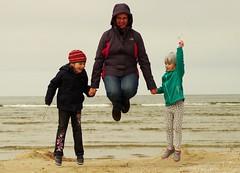 two plus one (stempel*) Tags: gambezia pentax k30 50mm family children morze świnoujście plaża majówka hop jump fly flying polska poland polen polonia