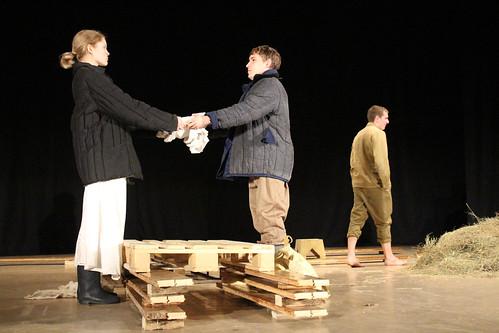 Молодежный театр Underground Одна абсолютно счастливая деревня (4)