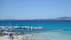 Mallorca (NachoAM) Tags: playa mallorca mar mediterráneo barcos puerto costa arena agua water montain malecón boats port beach palmeras palmtree blue azul swimming nadar