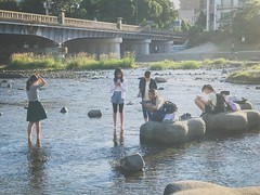 Kamo River 鴨川. Kyoto (H.L.Tam) Tags: 鴨川 japan people sketchbook iphone iphoneography japanese life street iphone7plus documentary kamoriver streetphotography kyoto sakyōku 左京區 京都 photodocumentary 出町柳