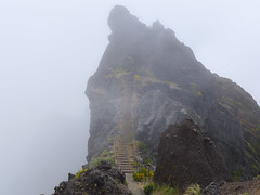 How steep do you dare? (RIch-ART In PIXELS) Tags: madeira portugal mountains mountainridge cliff rocks rockformation leicadlux6 leica dlux6 fog mist stairs path steps picodoarieiro