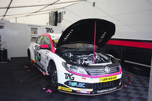 Mike Epps' car in the Team Hard garage at Oulton Park