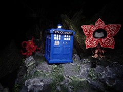 TARDIS (ridureyu1) Tags: tardis doctorwho demogorgon strangerthings shoggoth horrorclix funko pop funkopop bobblehead mysterymini toy toys actionfigure toyphotography sonycybershotsonycybershotdscw690
