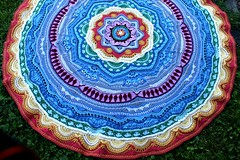 2017.06.29. mandala madness 3164m (villanne123) Tags: 2017 mandalamadness villanne virkattua virkattu virkattumandala crochet crocheting crochetmandala part18done interior peitto blanket