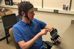 Felç hastalarının rehabilitasyonunda ümit verici gelişme (Teknoformat) Tags: beyin bilim elektrik felç inme ipsihand paraliz sağlık sinyal stroke