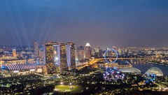 Light Seeker (Mabmy) Tags: singapore singaporeflyer mbs marinabay marinabaysands gbtb garden gardenbythebay laser lasershow city cityhall architecture cityscape shoppes skyline skypark park esplanade hotel mavic mavicpro photography longexposure mabmy