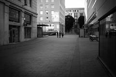 three guys (gato-gato-gato) Tags: digital montpellier languedocroussillon frankreich fr france frankreish herbst kongress leica leicammonochrom leicasummiluxm35mmf14 mmonochrom messsucher monochrom montag reise september strasse street streetphotographer streetphotography streettogs tagung trip black gatogatogato gatogatogatoch rangefinder streetphoto streetpic tobiasgaulkech white wwwgatogatogatoch schwarz weiss bw blanco negro monochrome blanc noir strase onthestreets mensch person human pedestrian fussgänger fusgänger passant schweiz switzerland suisse svizzera sviss zwitserland isviçre