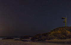 Atalaya frente al mar (Juan Pedro Barbadillo) Tags: nocturnalphotography fotografíanocturna stars estrellas beach playa
