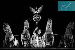 Cuadriga, Puerta de Brandeburgo (Berlín / Alemania) (jsg²) Tags: berlin deutschland alemania berlín jsg2 fotografíasjohnnygomes johnnygomes fotosjsg2 unióneuropea europa europe ue europeanunion postalesdelmusiú germany federalrepublicofgermany bundesrepublikdeutschland plazadeparís puertadebrandeburgo brandenburgertor unterdenlinden carlgotthardlanghans neoclasicismo cuadriga quadriga johanngottfriedschadow brandenburggate citygate neoclassical frederickwilliamii pariserplatz