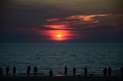 Mindil Beach (martin_19_88) Tags: silhouettes beach water ocean shore dusk sundown sunset topend explorer traveller travel australia northernterritory nt darwin mindilbeach