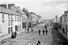 Main Street North, Cahirciveen, Co. Kerry (National Library of Ireland on The Commons) Tags: robertfrench williamlawrence lawrencecollection lawrencephotographicstudio thelawrencephotographcollection glassnegative nationallibraryofireland mainstreetnorth cahirciveen cokerry munster ireland thekingdom dog dogs cahersiveen caherciveen cahirsiveen kerry countykerry mainstreet newmarketstreet refreshmentrooms fairday
