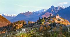 Verso il castello (ELtano86) Tags: breno eltano86 castle castello mountains montes montagne brescia rocca neve