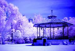 La música en el templete del parque (pepebarambio) Tags: infrarrojos ruby3 templetedelparquedesanjulian cuencaespaña patrimoniodelahumanidad